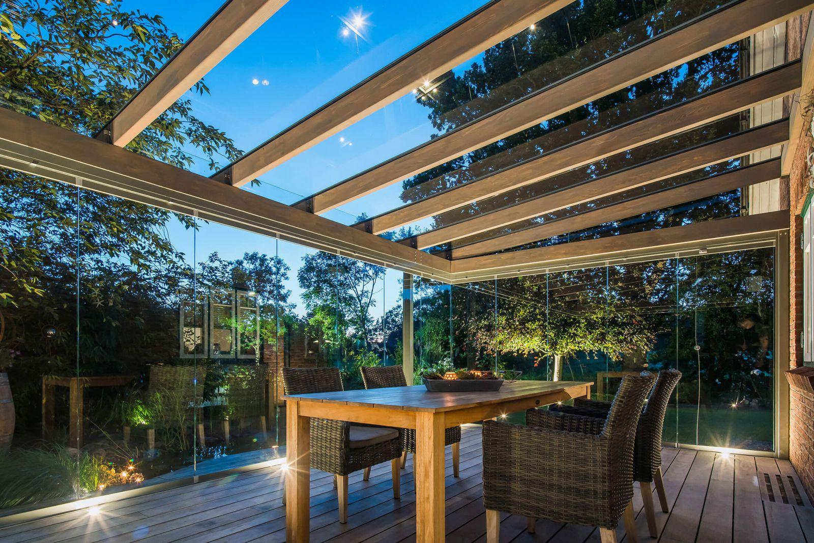 Teraszfedés Solarlux Aura fa gerendás üvegterasszal